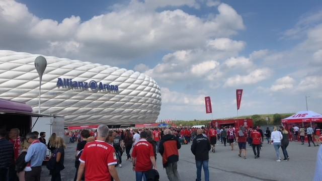 Duitsland, het land van bier en braadworst, maar ook zeker het land van voetbal.